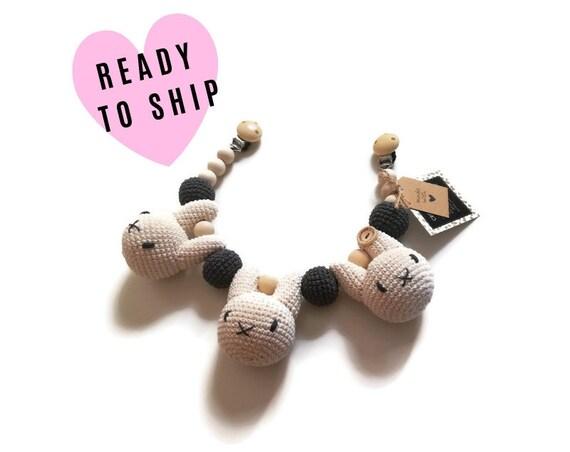 Handmade crochet stroller chain Bunnies • pram mobile • garland • baby toy • wooden beads • kinderwagenkette • wagenspanner • READY TO SHIP