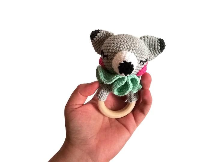 Crochet wolf teether - wooden ring - stuffed rattle - baby teething ring - amigurumi - woodland rattle - forest animal
