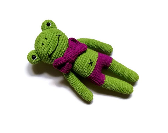 crochet frog - stuffed animal - frog toy - gift for kids - amigurumi frog - plush toy - prince - green animal