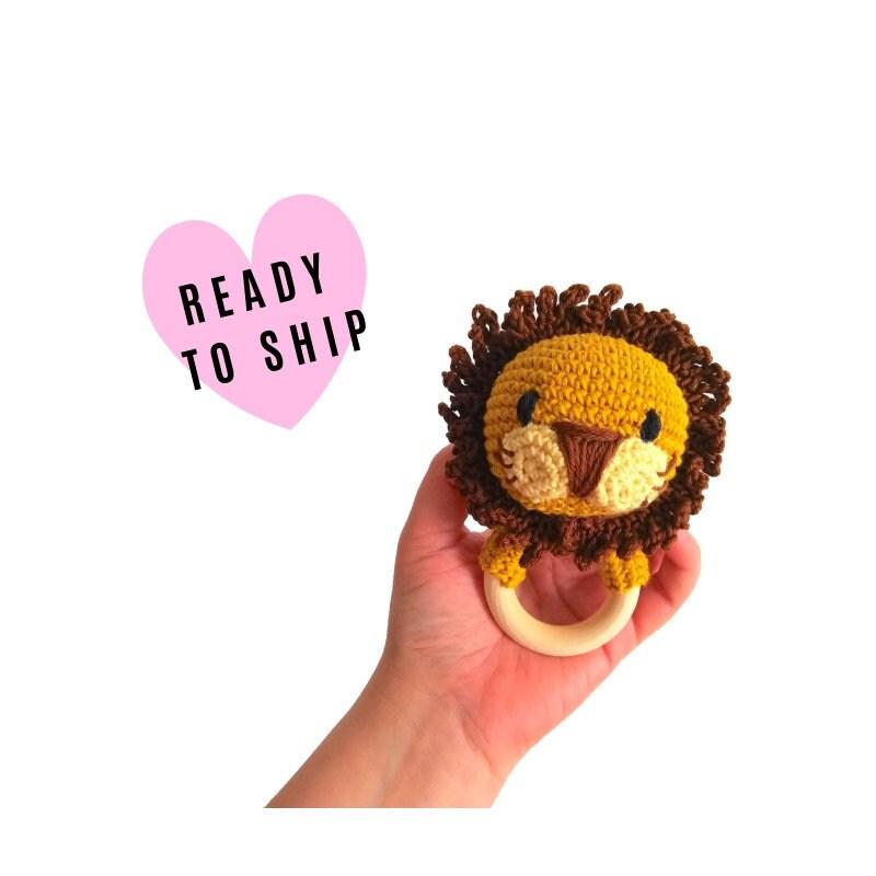 Butterfly baby rattle crochet pattern - Amigurumi Today   800x800