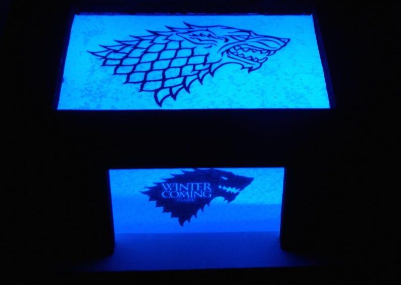 Bleuelampe PersonnaliséeGames Of Lampe Geek Valentin StarkLed ThronesFamille Ambiance PersonnaliséSaint GeekCadeau MSzjqVGLUp