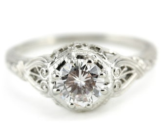 The Forrester Diamond Engagement Ring from Elizabeth Henry UY9QUW37