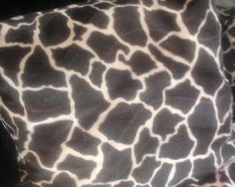 Pillow in giraffe pattern