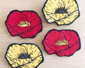 Broche en tissu Coquelicot rouge ou Fleur jaune imprimée en sérigraphie et brodée à la main