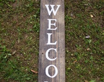 Panneau de bienvenue bois - porche signe - signe extérieur - décor rustique - pendaison de crémaillère - panneau de bois de bois récupéré - verticale Wecome signe-