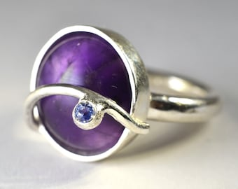 "Silver ring with Amethyst - ""Parentesi"" collection"
