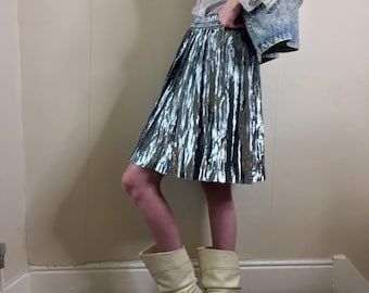 92ea2158 Vintage 80s silver pleated skirt. Size : 10/12/14 UK