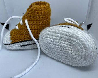 Baby sneakers. Baby shoes.  baby boots. Crochet booties 0-3 months