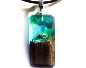 Wood resin pendant necklace for women. Wooden necklace for women. 5th wedding anniversary gift for her. Wood pendant. Aurora Borealis