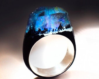 Northern lights - Wood ring. Secret world inside the ring. Wooden rings for women. Wood resin ring. Aurora effects. Wood ring women.