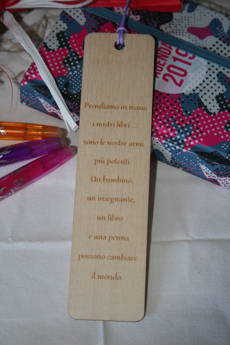 a6fc3e156 Segnalibro personalizzato in legno regalo di fine anno | Etsy