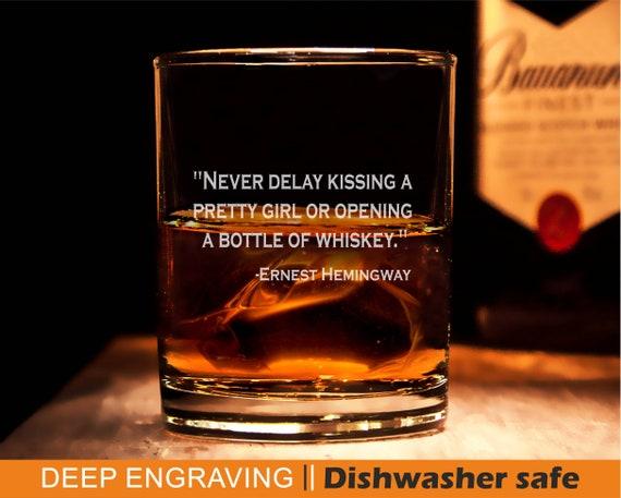 Citaten Hemingway : Whisky glas ernest hemingway citaat rotsen glazen etsy
