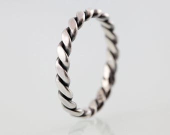 Modern, twisted band ring / stacking ring no. 13