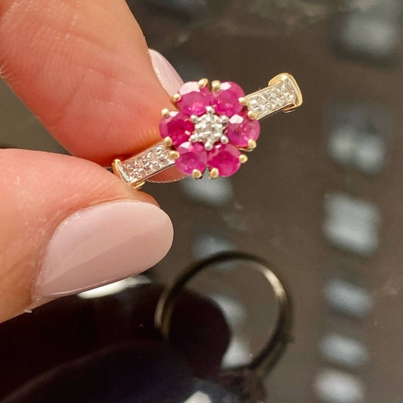 14K Gold Ruby and Diamond Cluster Vintage Ring * … - image 5