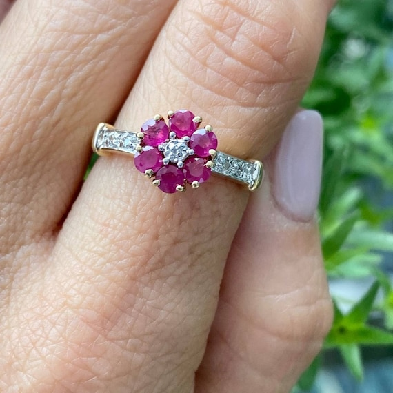 14K Gold Ruby and Diamond Cluster Vintage Ring * … - image 6