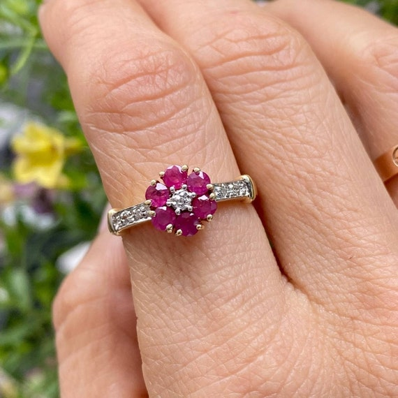 14K Gold Ruby and Diamond Cluster Vintage Ring * … - image 7