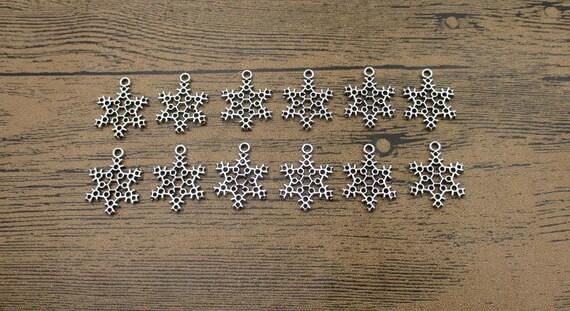 8 Snowflake charms antique silver tone SF28