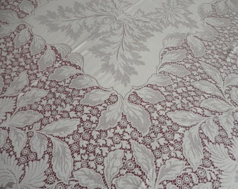 Quaker Lace Beige Tablecloth 84x66