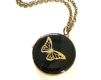 Beautiful Butterfly ... Engraved Vintage Locket 30mm with 60cm or 80cm Chain *Perfect Gift*