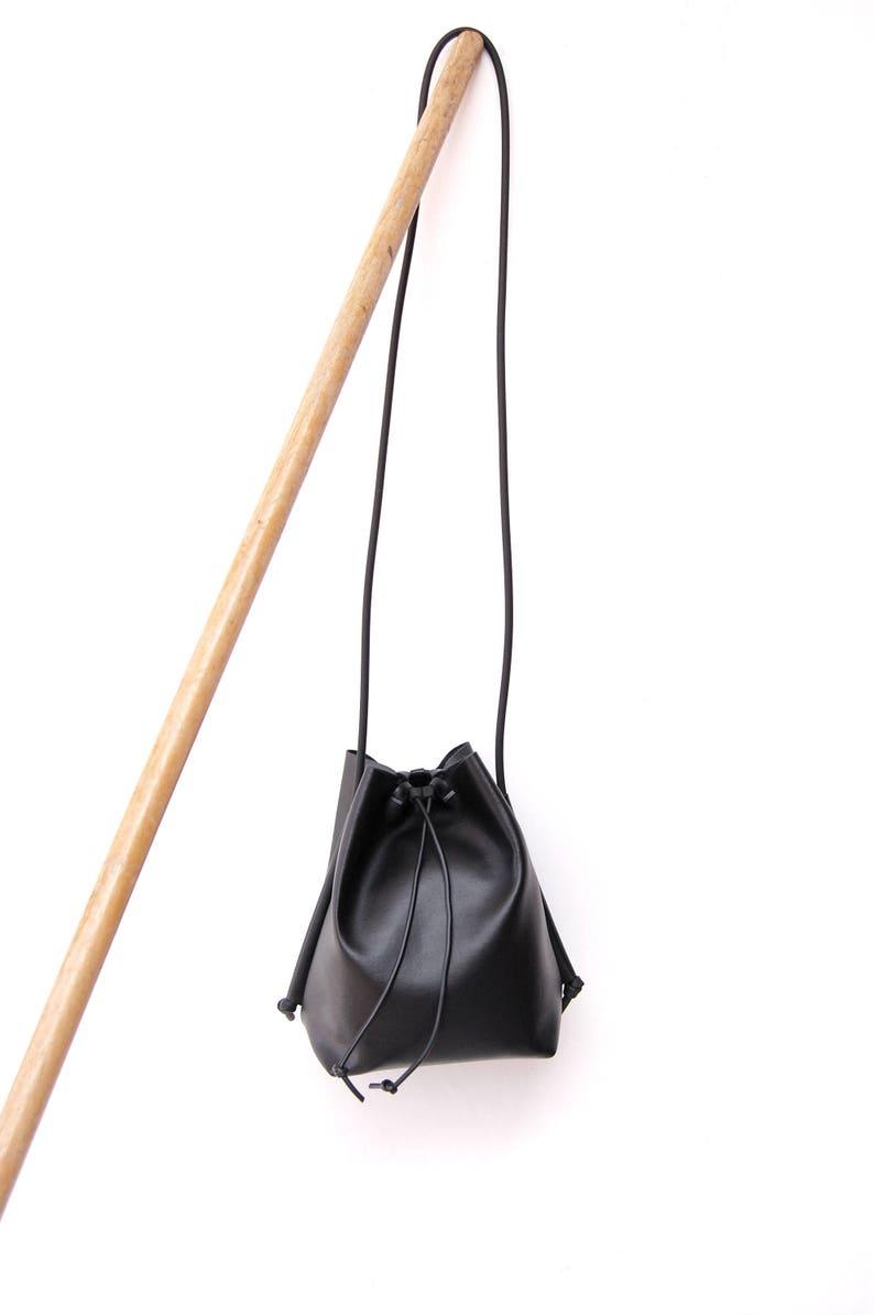 c8269eb84574 Bucket bag black minimal in faux leather   Crossbody bag black