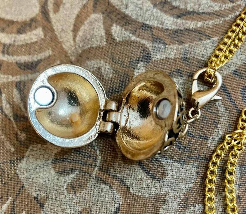 Prayer Globe Charm Mustard Seed 18 Necklace                        647