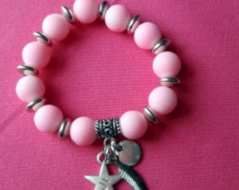 Girl child Boho pink silver tone beaded stretch charm bracelet 5 > 7 years