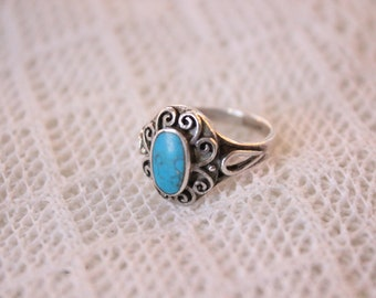Vintage Sterling Silver and Turquoise Navajo Native American Southwestern Ring with Ornate Design, Size 6.5