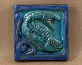 Square Fish Looking Right Tile (satin blue) (4 x 4 inch aprox)