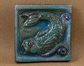 Square Fish Looking Left Tile (sky blue and blue) (4 x 4 inch aprox)