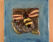 Wide Border Bee 2 (6 x 6 inch aprox)