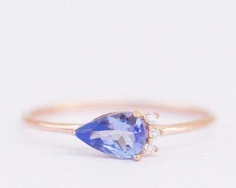 tanzanite ring, alternative engagement ring gold, tanzanite ring gold, tanzanite and diamond ring, tanzanite ring yellow gold