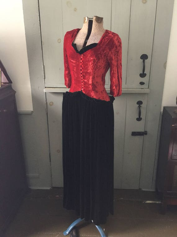 Vintage 1930s 1940s red and black velvet evening g