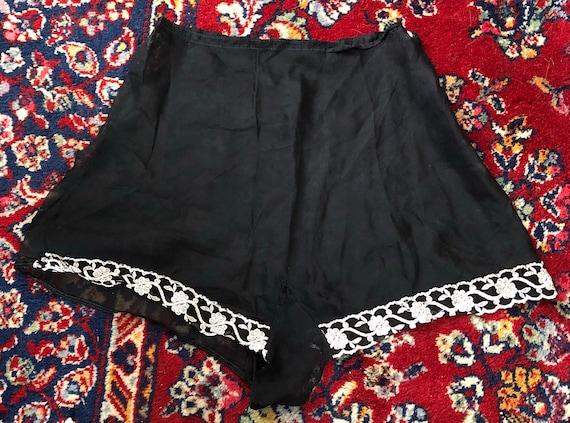 Vintage 1930s 1940s sheer black button waist tap p