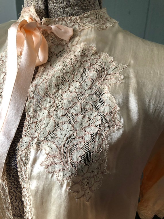 Vintage 1930's 1940's silk and lace bed jacket - image 3