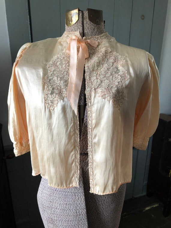 Vintage 1930's 1940's silk and lace bed jacket - image 2