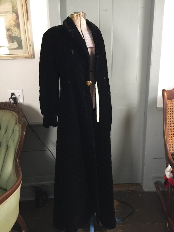Stunning vintage 1930's black quilted velvet dress