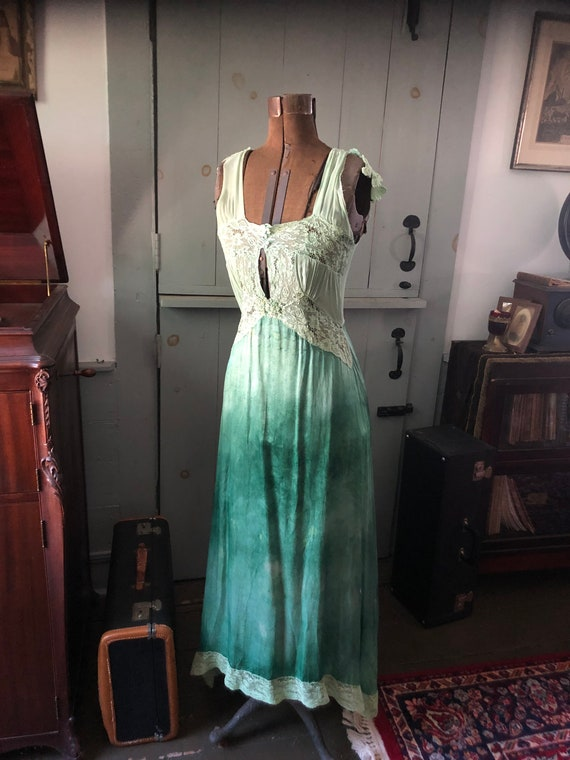 Vintage 1940's unusual green nightgown