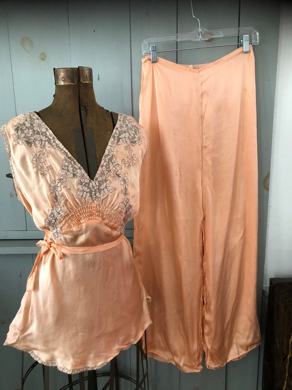 Vintage 1940's peach silk pajama set
