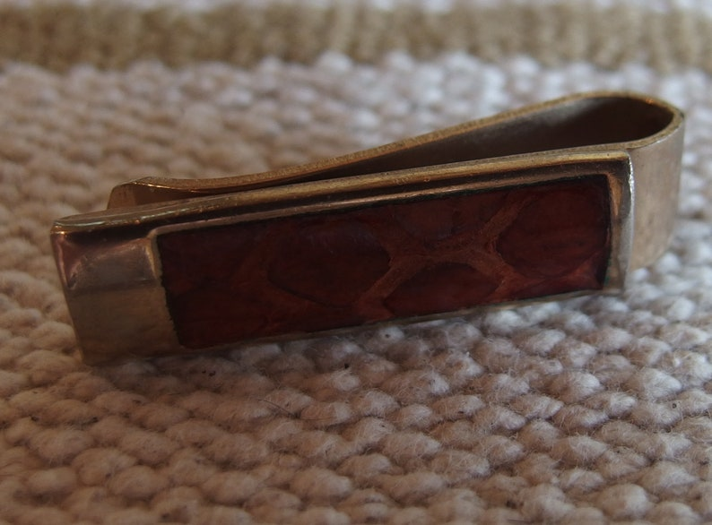 Vintage De Cara Tie Bar faux snakeskin on silver tone.