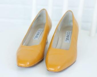 Vintage 90s Minimalist Heels Pumps Size 7.5 Womens