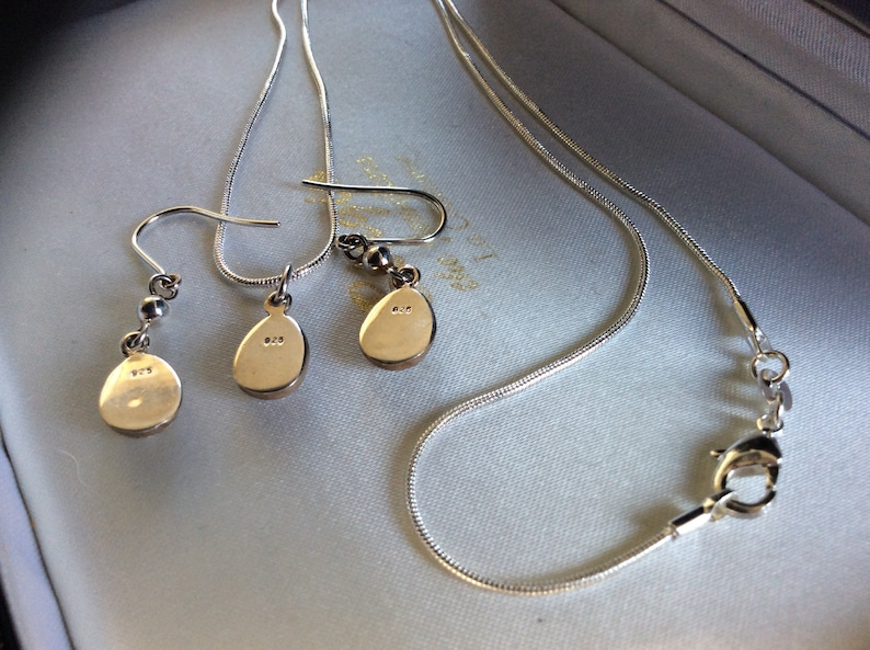 Pretty Vintage 925 Silver Pendant /& Chain And Earrings Set