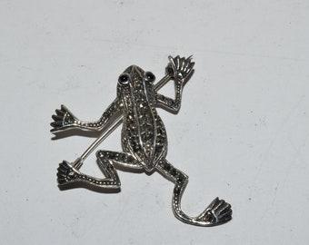 C11 Leaping Frog Pewter Emblem Kilt Pin ScarfBrooch 3 7.5 cm