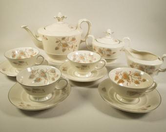 Bavaria Johann Seltmann Vohenstrauss, tea service: 4 cup and saucers, teapot, sugar pot, milk jug, 50s
