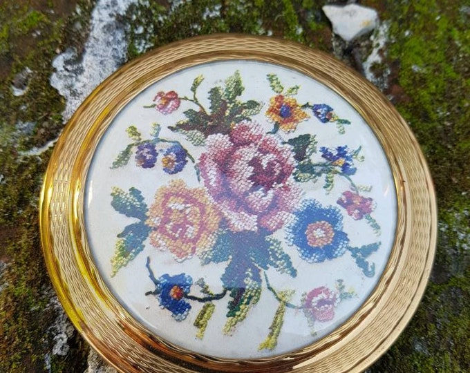 660a2a0005c142 Here we have a stunning vintage ladies mascot powder compact in fantastic  condition has lovely embroidery