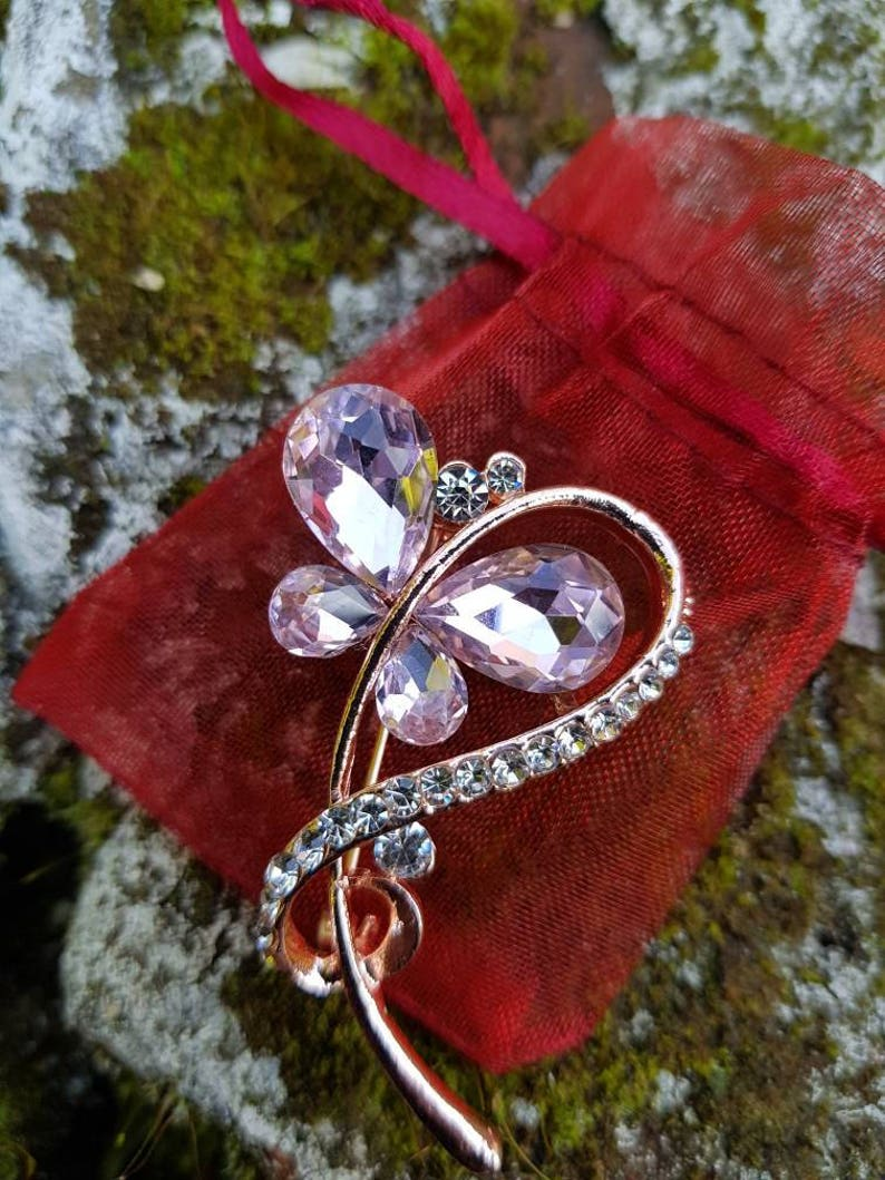 Vintage rose gold tone ladies brooch with lovely light pink stones and diamante style stones comes in gift pouch