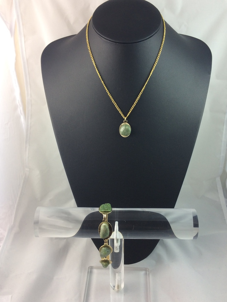 Vintage Necklace And Bracelet Set In As New Condition In Gift Box Ideal For Mothers Day