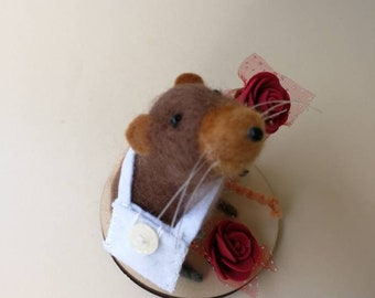Needle felting mouse/mouse with roses/raton with roses/wool mouse/made of wool/felt needle