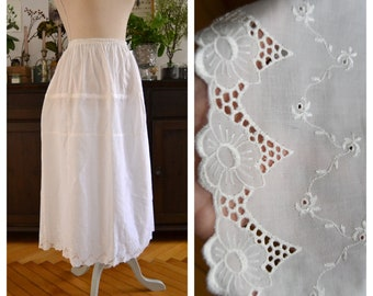 Original Vintage 50s Petticoat, skirt, underwear, white with lace roses, mod, rockabilly