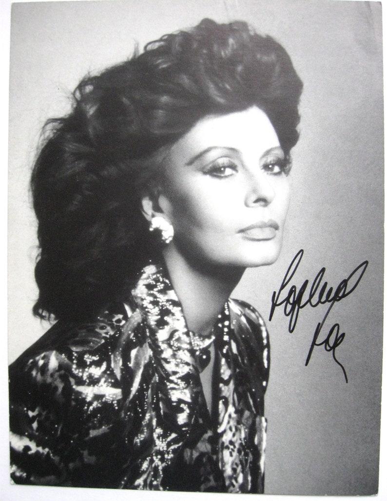 Genuine SOPHIA LOREN Signed 8 x 10 B W Photo  69e8ca943