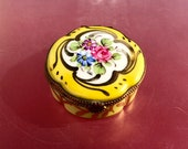 Circular Limoges trinket box with serpentine curves